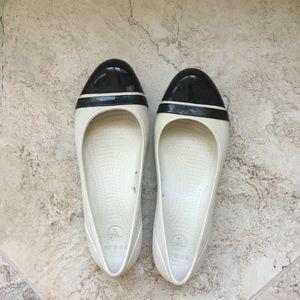Crocs Cream w/ Black Cap Toe Shoes Sz  7